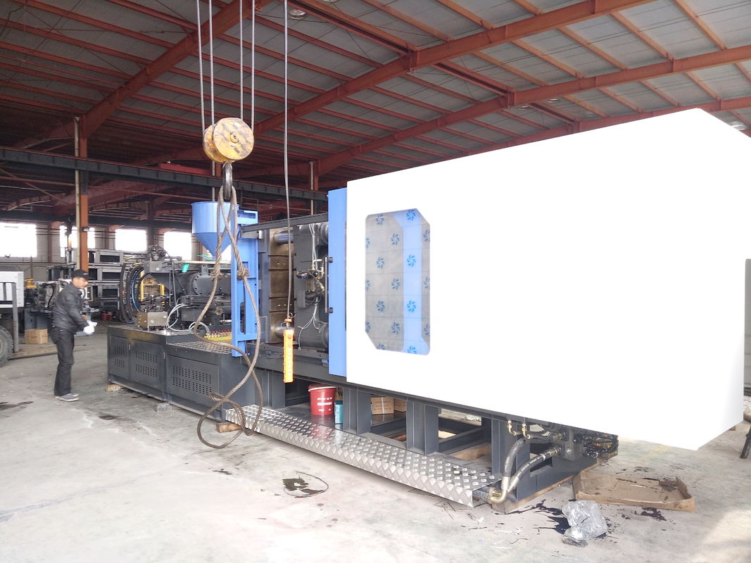 PVC PP  Auto Injection Molding Machine 12 Tons For Injection Basin